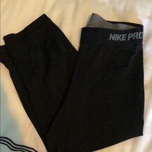 Cropped Nike Pro Leggings